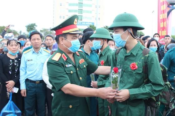 Lễ giao nhận quân miền Trung: 'Trang trọng, an toàn và tiết kiệm' ảnh 2