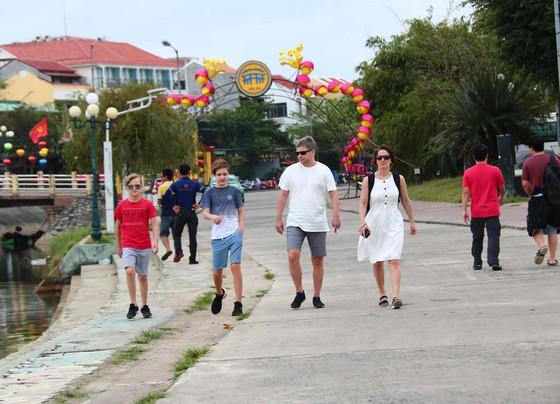 Mua vé tham quan phố cổ Hội An: Khách quốc tế giảm 50%, khách Việt chỉ 10% so với cùng kỳ ảnh 3