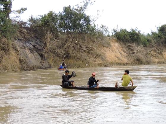 Lật đò trên sông Vu Gia, 6 người mất  tích  ảnh 1