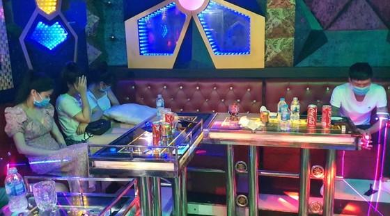 Quảng Nam: Phát hiện nhiều thanh niên sử dụng ma tuý trong các quán karaoke ảnh 1