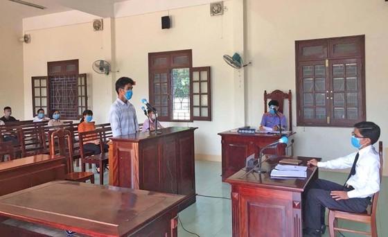 Phạt 9 tháng tù giam về hành vi đánh công an tại chốt kiểm soát dịch Covid-19 Quảng Nam ảnh 1
