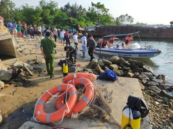 Lật ghe tại Quảng Nam, 5 người mất tích  ảnh 1