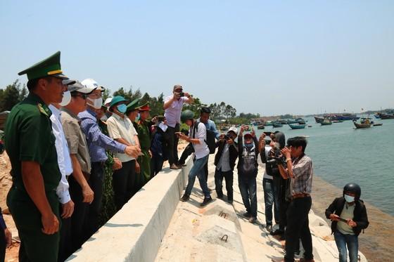 Tìm thấy thi thể thứ ba vụ lật ghe trên sông Thu Bồn ảnh 2