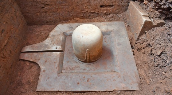Phát hiện Linga-Yoni liền khối lớn nhất Việt Nam tại Khu đền tháp Mỹ Sơn ảnh 2