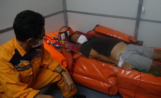Cứu thuyền viên bị chấn thương nặng khi đang hành nghề trên vùng biển quần đảo Hoàng Sa ảnh 1