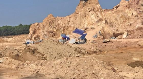 Cần chấn chỉnh hoạt động khai thác khoáng sản tại Núi Dàng ảnh 3