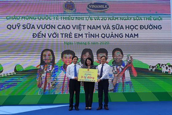 Hơn 33.000 trẻ em miền núi Quảng Nam được uống sữa tại trường ảnh 2