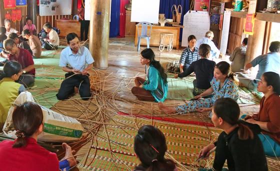 Bảo tồn và phát triển nghề đan lát của người Cơ Tu ảnh 1