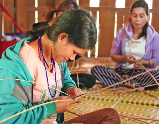 Bảo tồn và phát triển nghề đan lát của người Cơ Tu ảnh 3