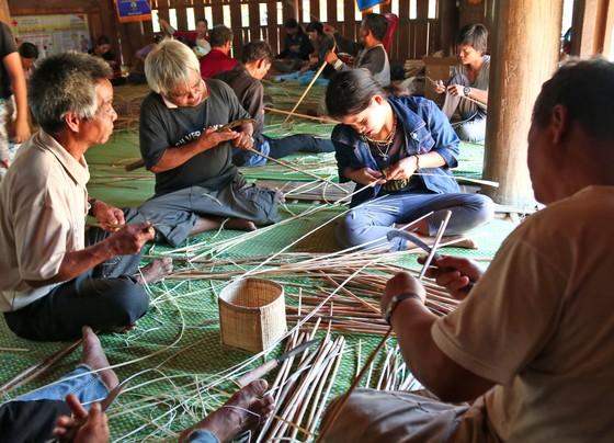 Bảo tồn và phát triển nghề đan lát của người Cơ Tu ảnh 2