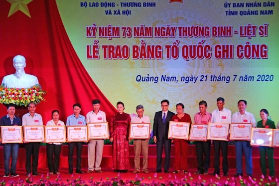 Chủ tịch Quốc hội trao Bằng Tổ quốc ghi công tới 73 thân nhân liệt sĩ tại Quảng Nam ảnh 3