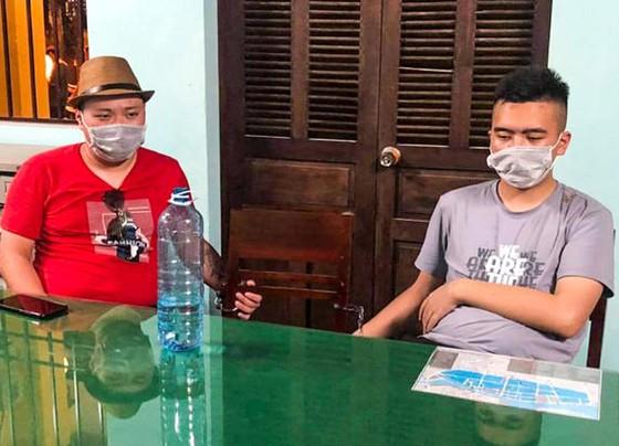 Trục xuất 21 người Trung Quốc nhập cảnh trái phép sau khi cách ly y tế ảnh 1