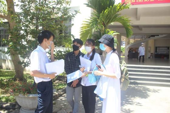 Quảng Nam cách ly 23 học sinh thi tốt nghiệp THPT cùng phòng với con bệnh nhân 964 ảnh 1
