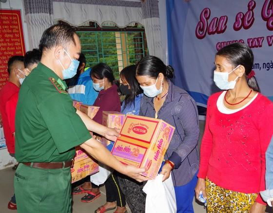 Ấm áp chương trình 'Kết nối trái tim - Hướng về biên giới' ở Quảng Nam ảnh 4