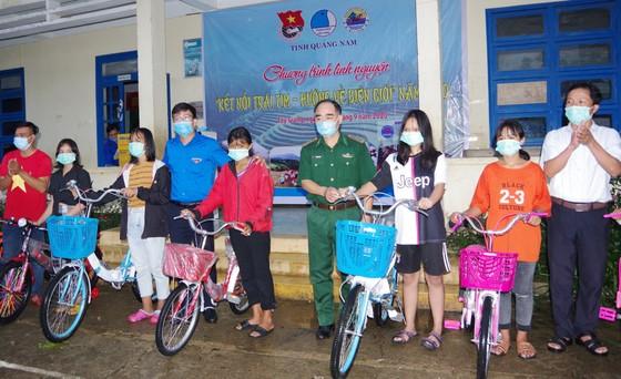 Ấm áp chương trình 'Kết nối trái tim - Hướng về biên giới' ở Quảng Nam ảnh 5