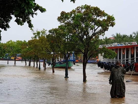 Quảng Nam lo sạt lở, Quảng Trị di dời khẩn hàng ngàn dân ảnh 6