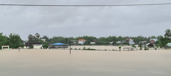 Quảng Nam: Giao thông bị chia cắt do lũ dâng cao ảnh 1