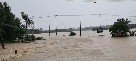 Quảng Nam: Giao thông bị chia cắt do lũ dâng cao ảnh 9