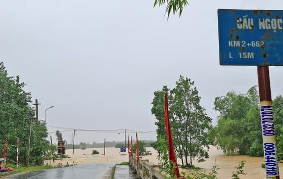 Quảng Nam: Giao thông bị chia cắt do lũ dâng cao ảnh 3