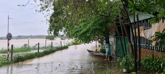 Quảng Nam: Giao thông bị chia cắt do lũ dâng cao ảnh 4