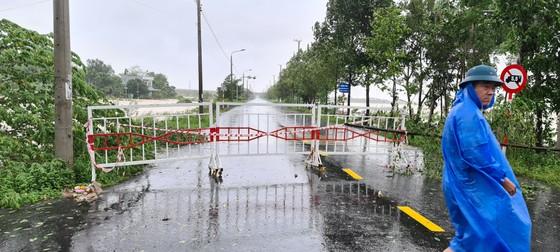 Quảng Nam: Giao thông bị chia cắt do lũ dâng cao ảnh 5