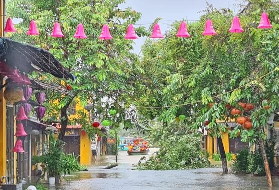 Quảng Nam: Giao thông bị chia cắt do lũ dâng cao ảnh 7