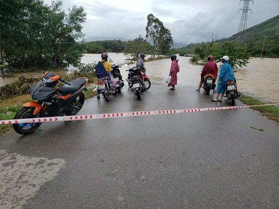 Quảng Nam sạt lở nghiêm trọng, Quốc lộ 9 qua Quảng Trị bị ùn tắc ảnh 5