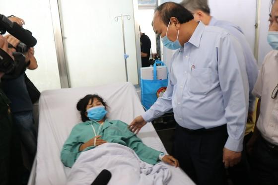 Thủ tướng Nguyễn Xuân Phúc thăm và tặng quà đồng bào Quảng Nam, Quảng Ngãi thiệt hại do bão số 9 ảnh 4