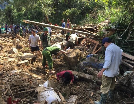 Quân khu 5 sẽ chăm lo cho trẻ xã Trà Leng bị mất cha mất mẹ do sạt lở ảnh 7