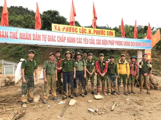 Tiếp tục cõng hàng và tìm kiếm người mất tích tại Phước Sơn ảnh 12