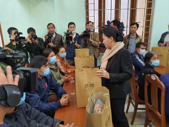 Chủ tịch Quốc hội thăm người dân vùng sạt lở Phước Sơn ảnh 1