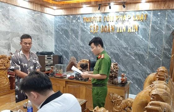 Bắt giám đốc công ty bất động sản làm giả con dấu, giấy tờ lừa đảo hơn 30 tỷ đồng tại Quảng Nam ảnh 1