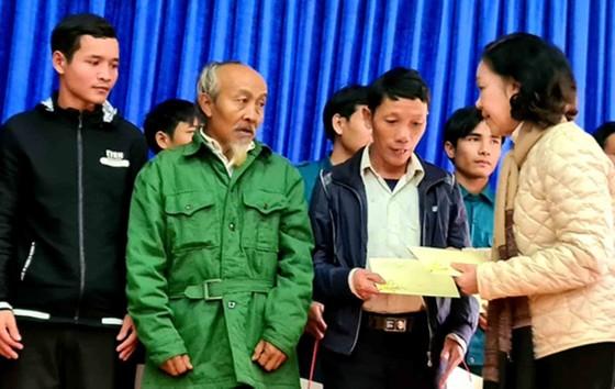 Trưởng Ban Dân vận Trung ương: Đề nghị Quảng Nam tiếp tục tập trung giúp đỡ người dân Trà Leng sớm ổn định chỗ ở ảnh 1