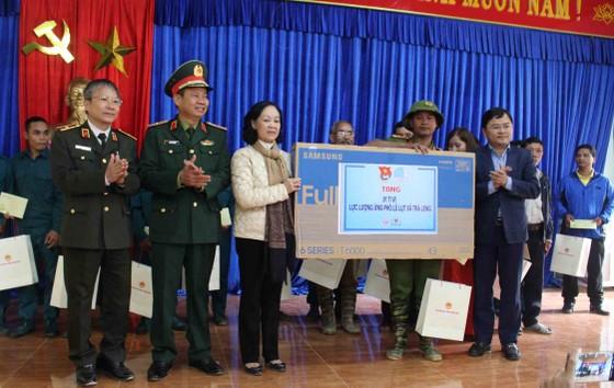 Trưởng Ban Dân vận Trung ương: Đề nghị Quảng Nam tiếp tục tập trung giúp đỡ người dân Trà Leng sớm ổn định chỗ ở ảnh 2
