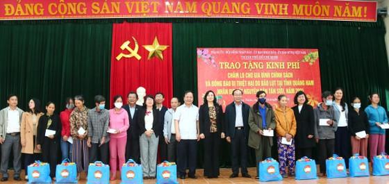 TPHCM trao quà chăm lo tết cho người dân Quảng Nam, Quảng Ngãi ảnh 4