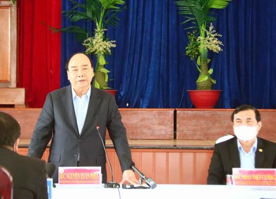 Thủ tướng Nguyễn Xuân Phúc thăm, tặng quà tết gia đình chính sách, hộ khó khăn tại Quảng Nam ảnh 1