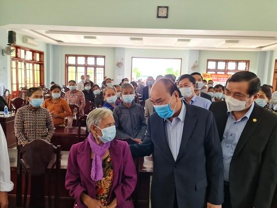 Thủ tướng Nguyễn Xuân Phúc thăm, tặng quà tết gia đình chính sách, hộ khó khăn tại Quảng Nam ảnh 2