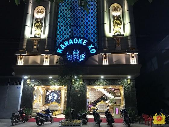 Vụ hàng chục người dương tính với ma tuý ở cơ sở karaoke tại Tiền Giang: thu giữ thêm súng, đạn và nhiều gói bột trắng ảnh 3