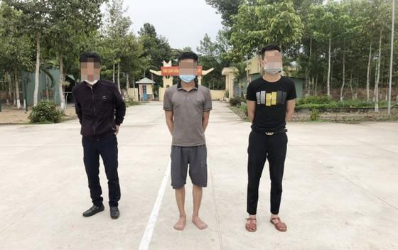 Bắt giữ nhiều đối tượng vượt biên trái phép sang Campuchia ảnh 1