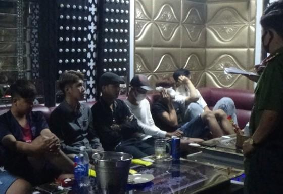 Phát hiện 9 người dương tính với ma tuý tại quán karaoke  ảnh 1