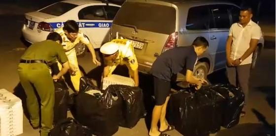 Phát hiện gần 5.000 gói thuốc lá nhập lậu trên cao tốc TPHCM - Trung Lương ảnh 1