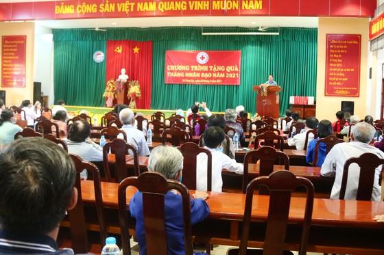 Trưởng Ban Tuyên giáo Trung ương thăm, tặng quà cho người nghèo ở Tiền Giang ảnh 2