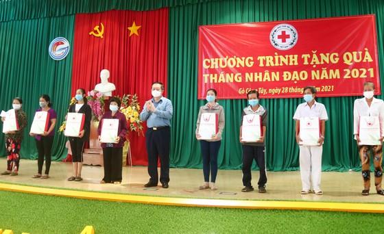 Trưởng Ban Tuyên giáo Trung ương thăm, tặng quà cho người nghèo ở Tiền Giang ảnh 3