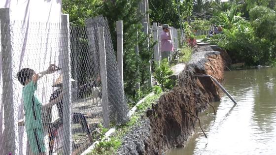 Sạt lở nghiêm trọng tại xã Cẩm Sơn khiến một đoạn đường chìm xuống sông Ba Rài ảnh 2