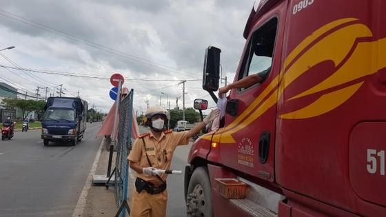 Việc vận chuyển hàng hoá giữa TPHCM và Tiền Giang thuận lợi nhờ áp dụng luồng xanh  ảnh 1