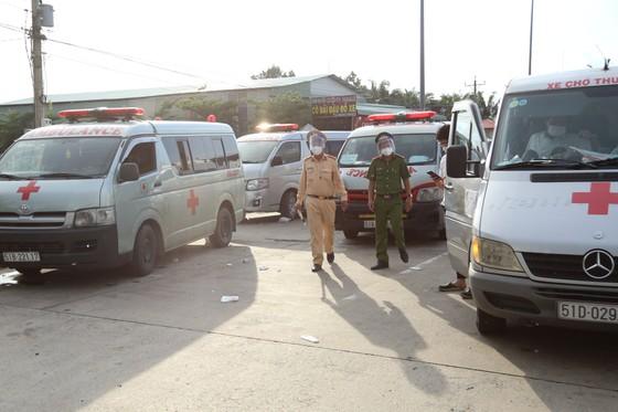 Phát hiện nhiều xe chở người tử vong từ TPHCM về miền Tây không giấy tờ hợp lệ ảnh 2