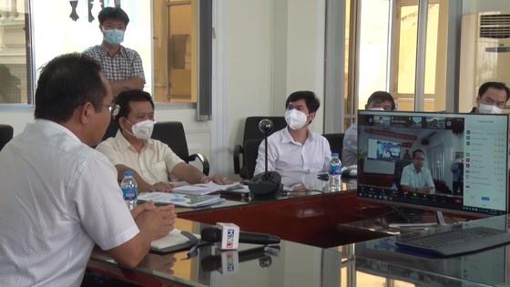 Chính quyền tỉnh Long An đối thoại trực tuyến với 500 doanh nghiệp ảnh 1