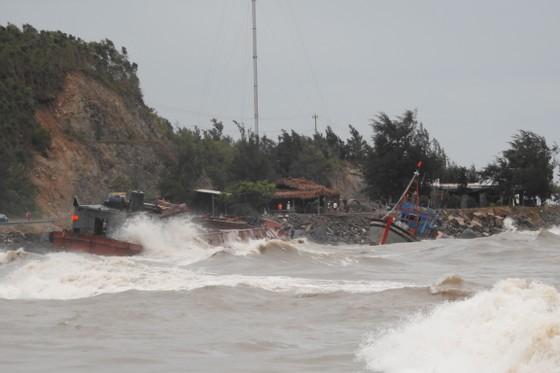Quảng Bình: Hàng chục tàu chìm trong vịnh Hòn La ảnh 6