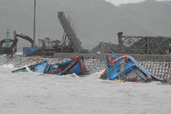 Quảng Bình: Hàng chục tàu chìm trong vịnh Hòn La ảnh 9