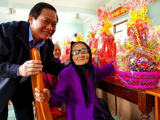 Bộ TT-TT tặng 400 suất quà tết cho đồng bào biên giới khó khăn ở Quảng Bình  ảnh 1